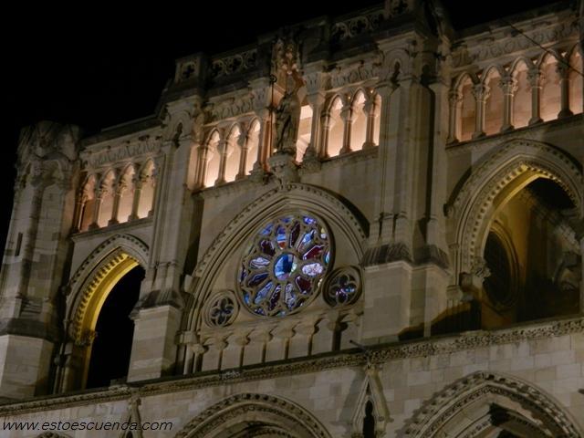 fachada catedral cuenca noche