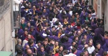 Las turbas subiendo a la plaza mayor_estoescuenca_semana santa Cuenca_Cuenca_Turismo Cuenca.